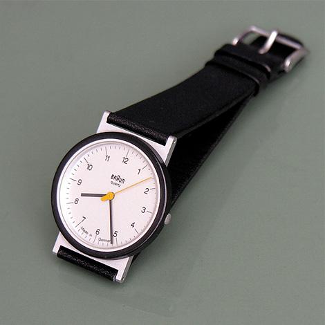これがバウハウスな、そしてスマートな時計かっ!!