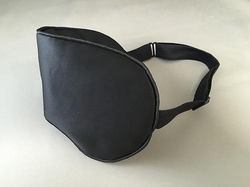 (製品レビュー)アイマスクを侮るな!PlemoのシルクアイマスクEM-457は最高に気持ちが良い!