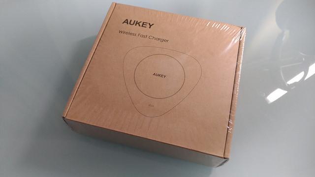 (太っ腹プレゼントあり)次期iPhoneで使用出来るかもしれないQIワイヤレス充電器 Aukey LC-Q1をご紹介!