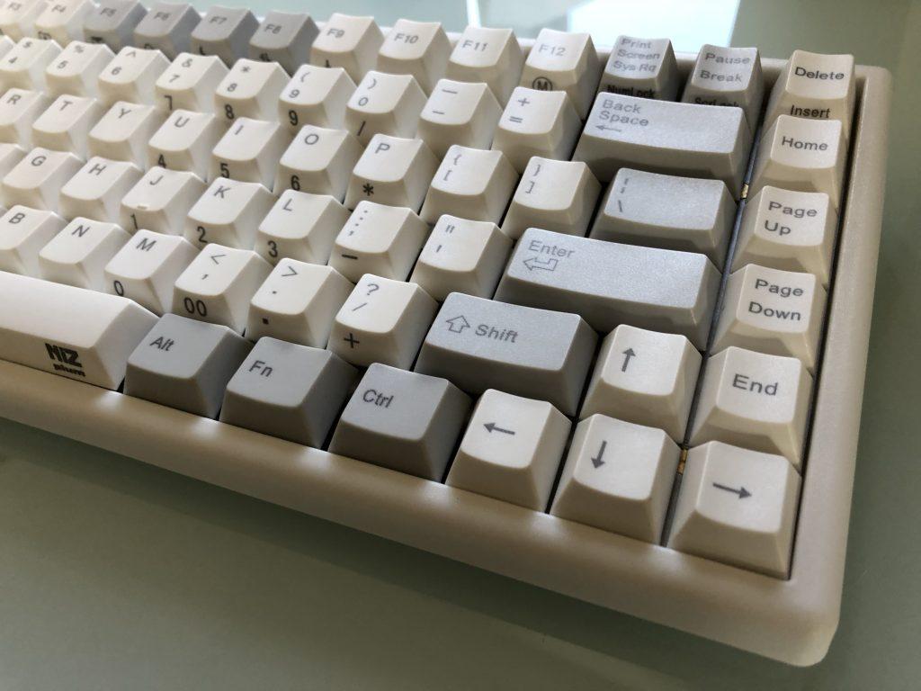 (クーポンあり)CherryMX互換のNIZキーボードが恐ろしく心地よい最強のiPadキーボードだと判明しました!